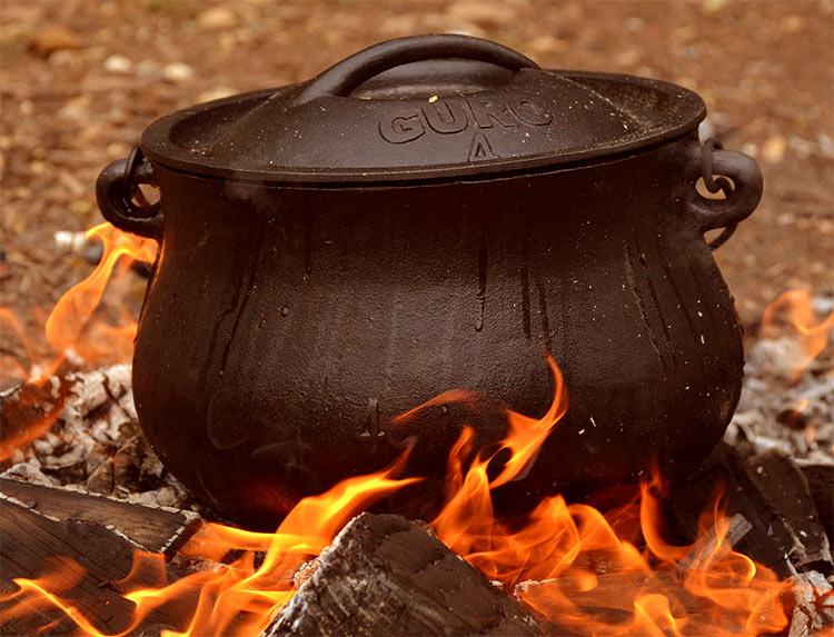 Speisen zubereiten mit dem Dutch Oven auf der Feuerschale